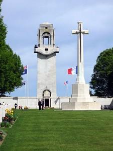 300px-Villers-Bretonneux_mémorial_australien_(tour_et_croix)_1