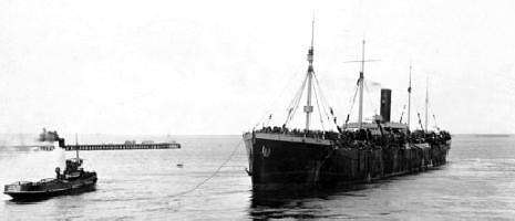 HMAT Persic A34 departing Port Melbourne on 3 June 1916 (AWM P00997.013)